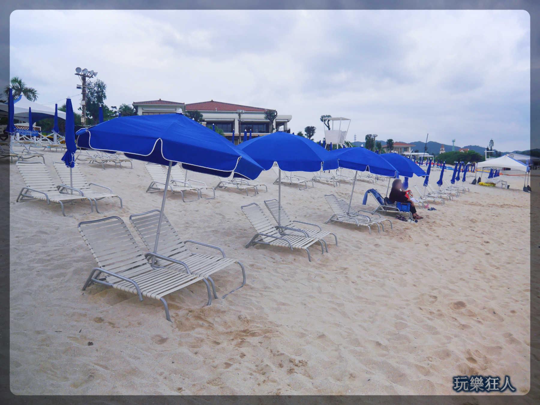 『ANA萬座海濱洲際酒店』海灘-躺椅&遮陽傘