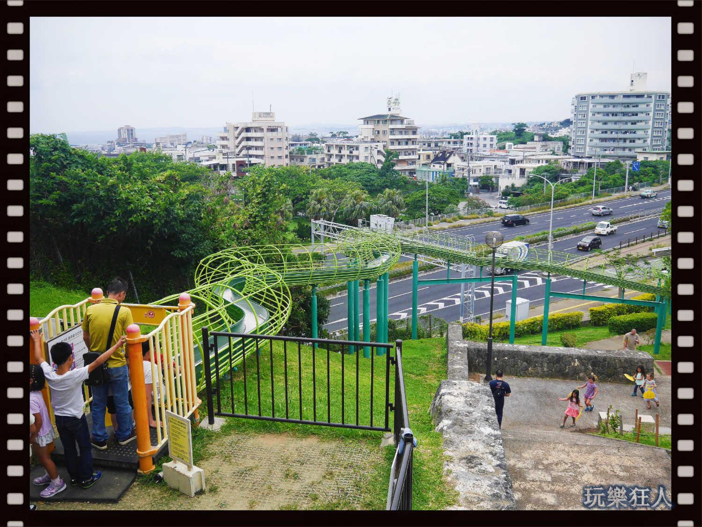 『浦添大公園』滾輪溜滑梯上面入口