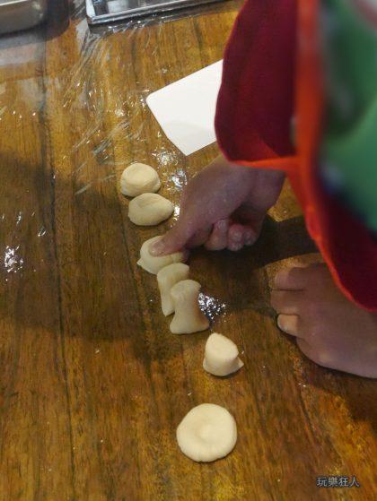 『一風堂兒童廚房』- 小麵糰壓扁