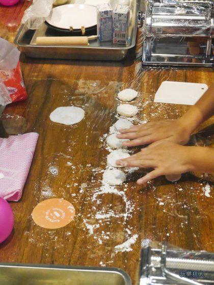 『一風堂兒童廚房』- 壓麵糰