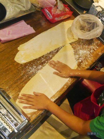 『一風堂兒童廚房』- 麵糰灑粉