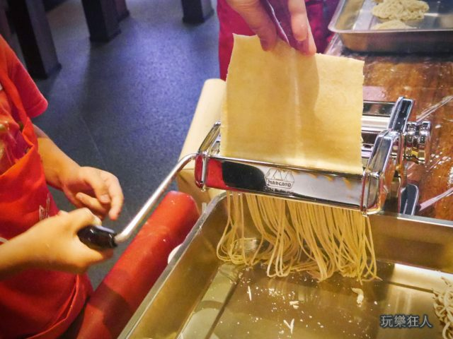 『一風堂兒童廚房』- 製作麵條