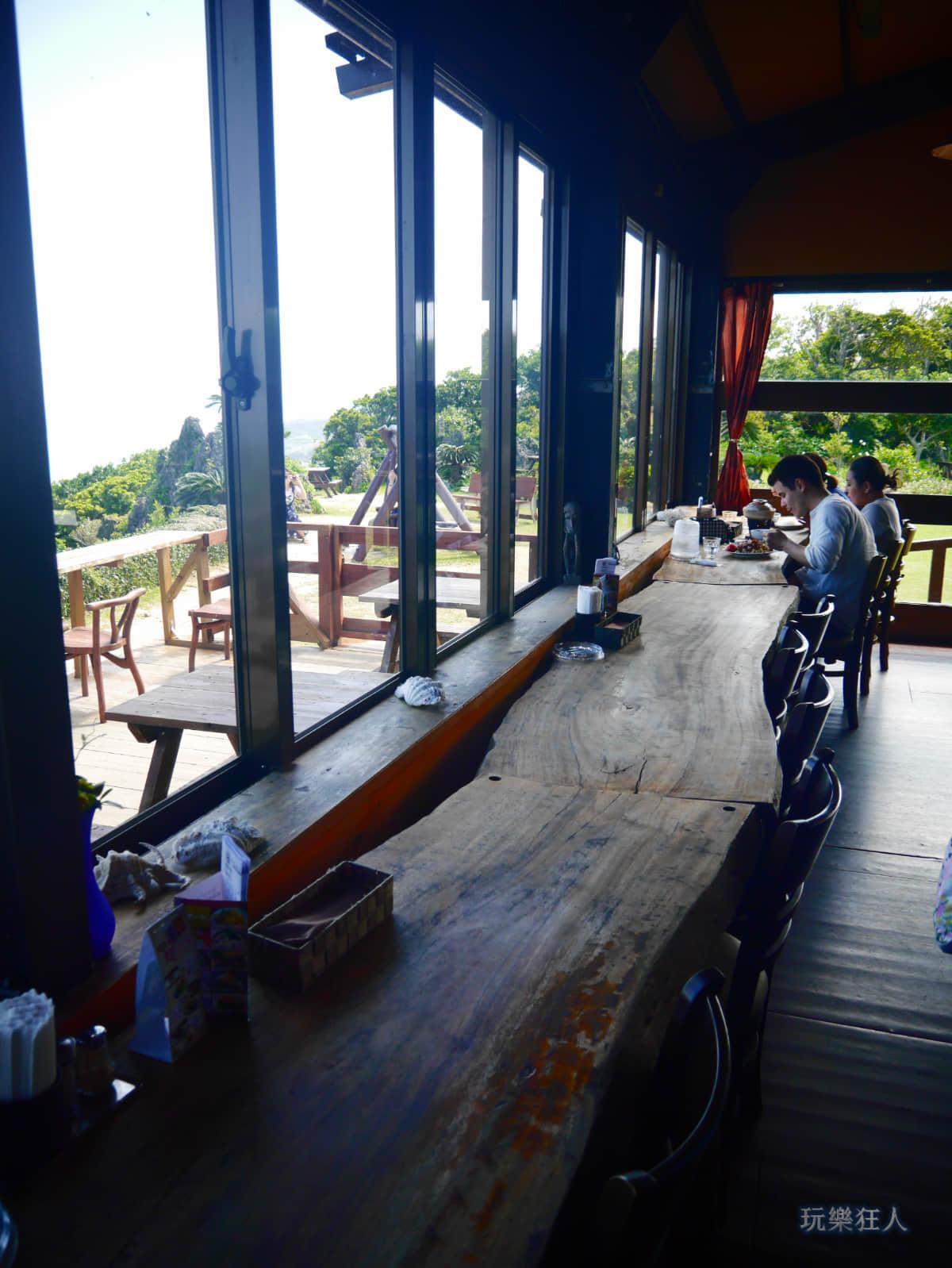 『Cafe Curcuma』室內用餐座位第二區窗邊