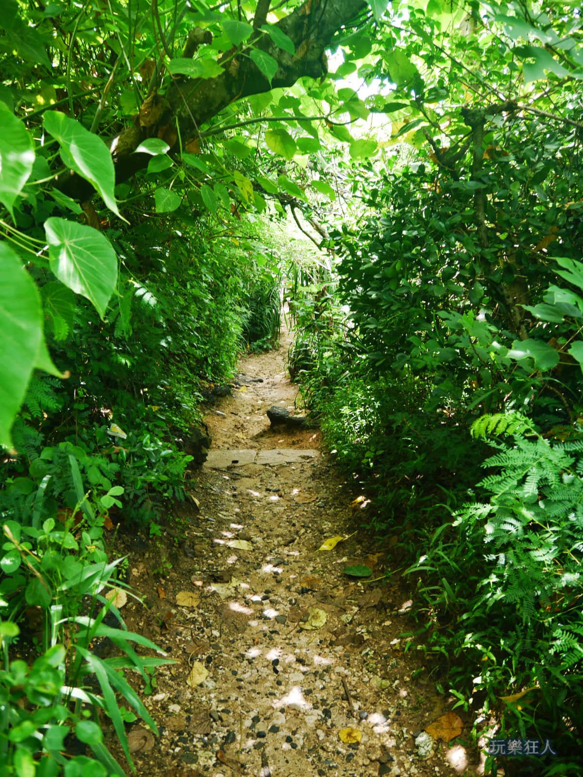「小巴里島岩」入口步道