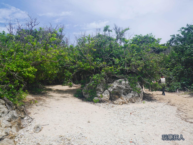 「小巴里島岩」海浪沙灘區