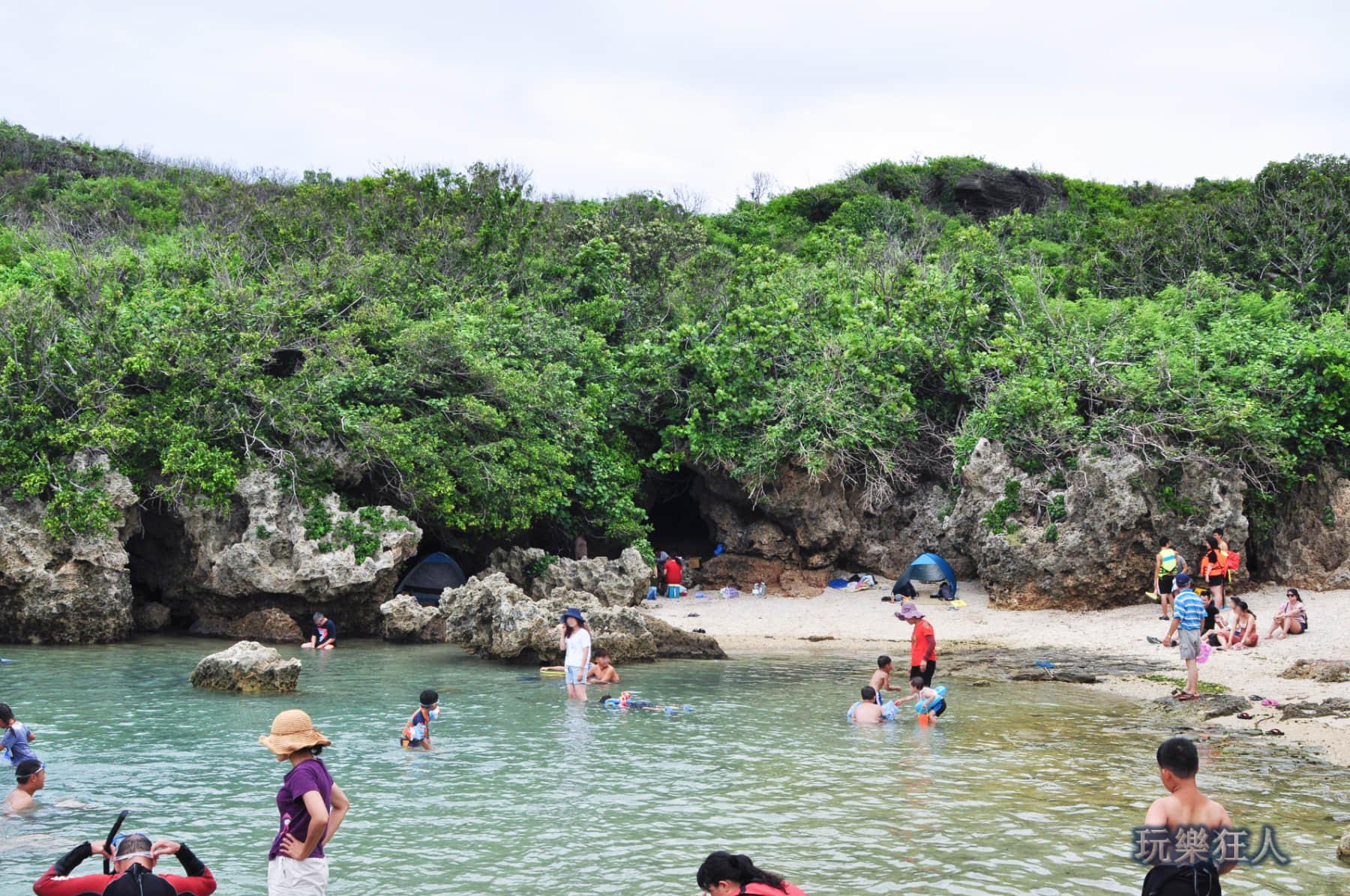 「小巴里島岩」礁岩戲水區