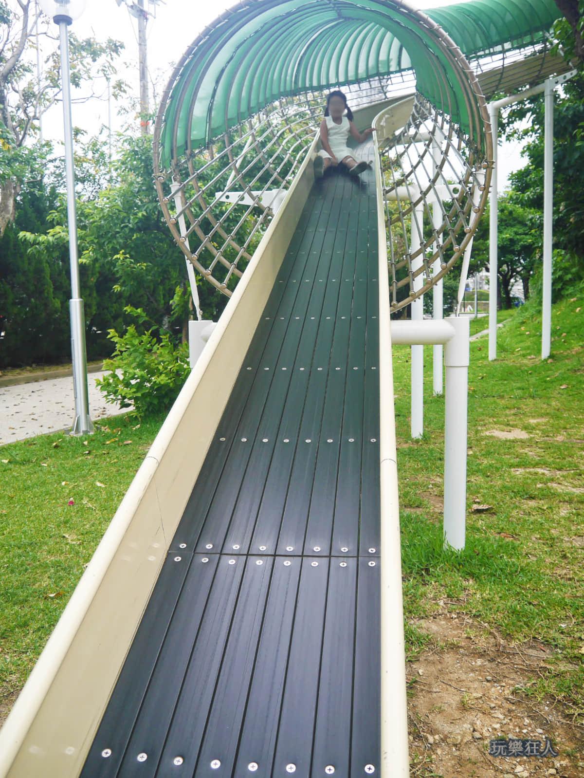 「奥武山公園」溜滑梯