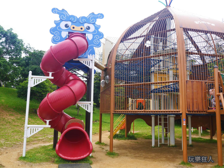 「奥武山公園」螺旋式溜滑梯