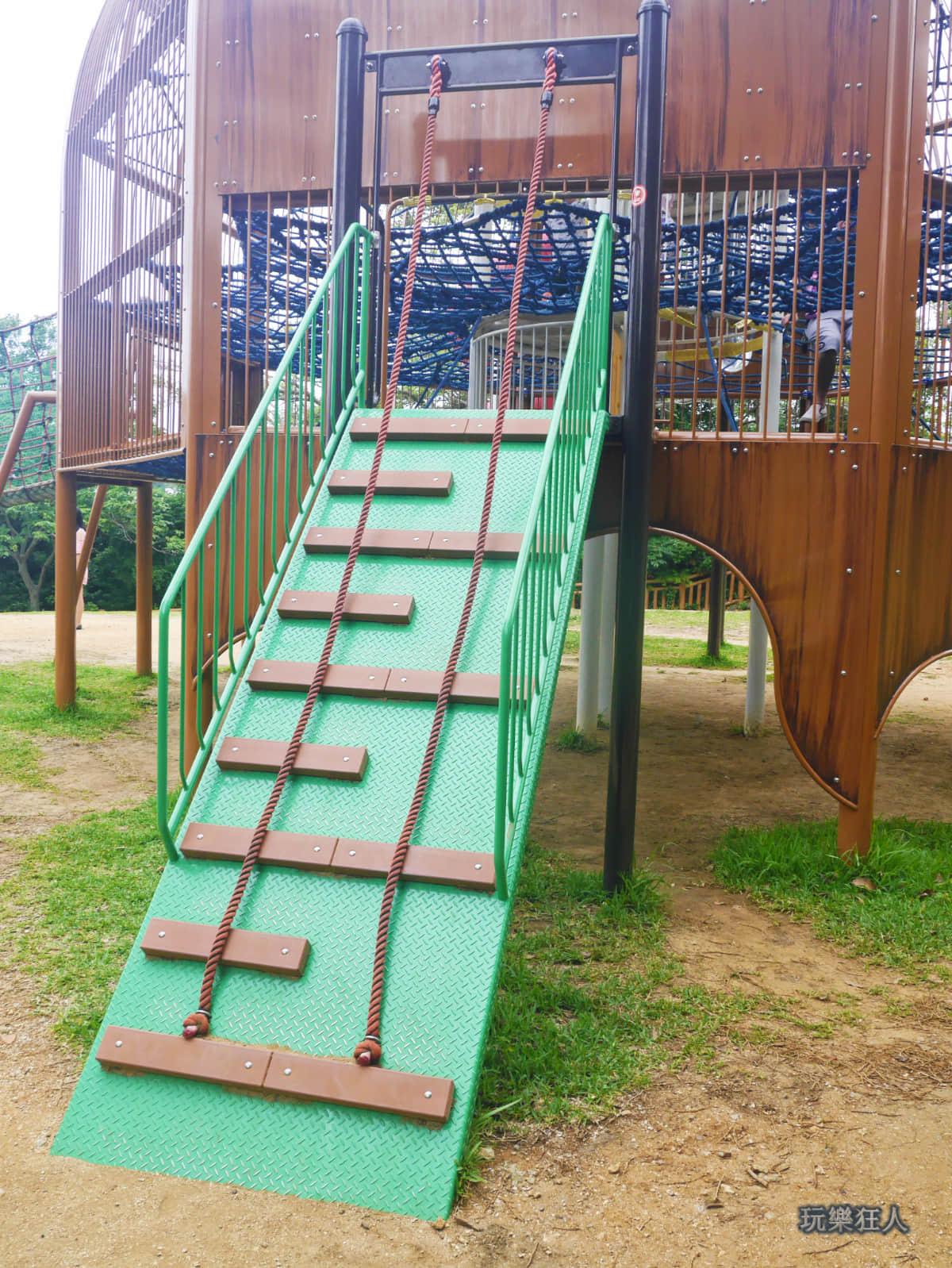 「奥武山公園」攀爬梯